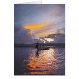 Pesca del barco de rowing de la pierna del pescado felicitación