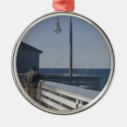 Pesca del embarcadero adorno navideño redondo de metal