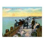 Pesca del embarcadero en el vintage del lago Michi Tarjetas Postales