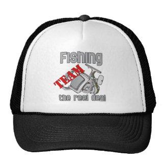 Pesca del equipo que pesca el trato del carrete gorro