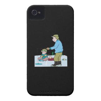 Pesca del hielo del padre y del hijo iPhone 4 cárcasa