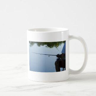 Pesca del hombre taza de café