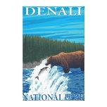 Pesca del oso en el río - parque nacional de Denal Impresión En Lienzo
