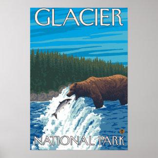 Pesca del oso en el río - Parque Nacional Glacier, Poster