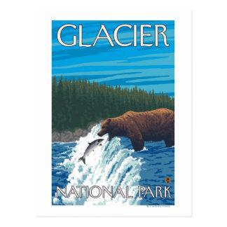 Pesca del oso en el río - Parque Nacional Glacier, Tarjeta Postal