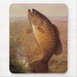 Pesca deportiva del vintage, lago bocazas bass de  alfombrilla de ratón