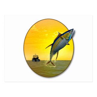 Pesca deportiva en el amanecer postal