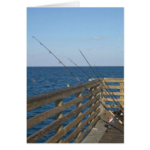 Pesca en el lago digno de tarjeta del embarcadero