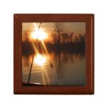 Pesca en la puesta del sol cajas de recuerdo