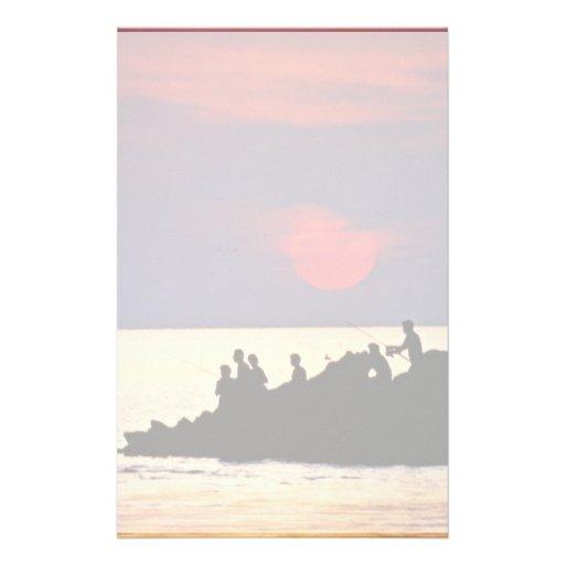 Pesca en la puesta del sol  papeleria de diseño