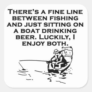 Pesca y el sentarse en un barco calcomanía cuadrada personalizada