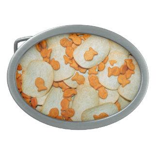 Pescado frito con patatas fritas hebillas cinturon ovales