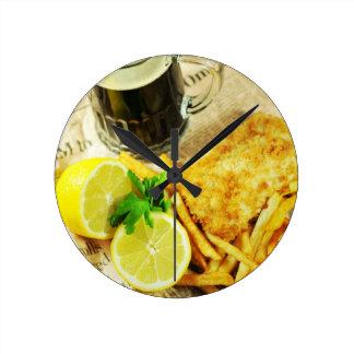 Pescado frito con patatas fritas reloj redondo mediano