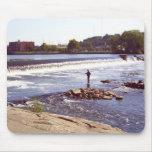 Pescador de Grand Rapids Alfombrillas De Raton