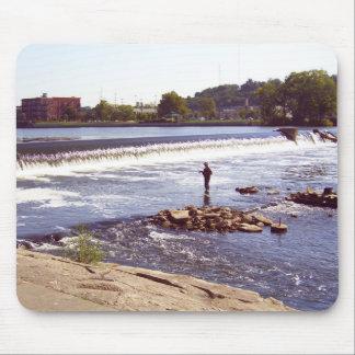 Pescador de Grand Rapids Alfombrillas De Ratón