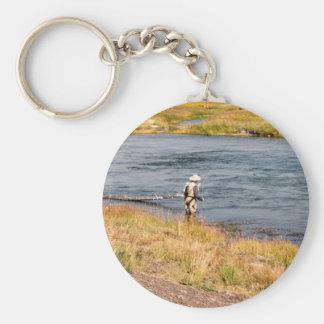 Pescador de la mosca llavero redondo tipo pin