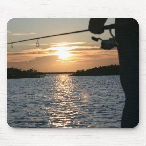 Pescador de la puesta del sol alfombrillas de ratón