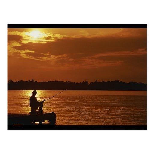 Pescador pacífico de la tarde postales