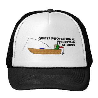 Pescador profesional en el trabajo gorros