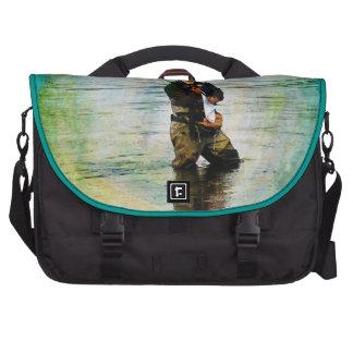 Pescador y Rod que pescan al aire libre diseño Bolsas Para Ordenador
