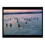 Pescadores del hielo, Stoddard, WI Tarjeta Postal