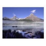 Pescadores en canoa en las aves acuáticas lago, tarjetas postales