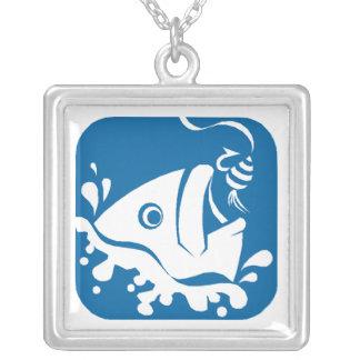 Pescados afortunados de la pesca de Fishermans de Collar Plateado