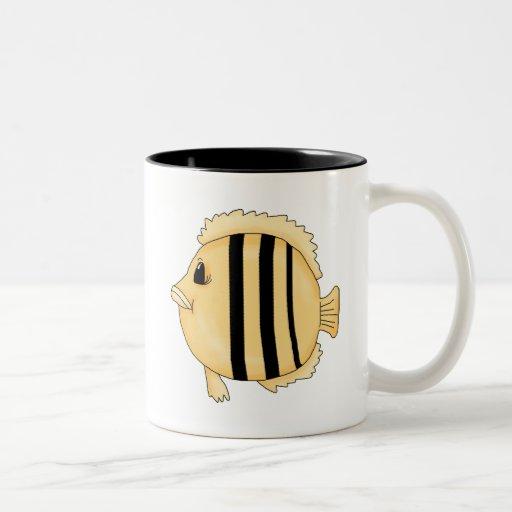 Pescados amarillos grandes tazas de café