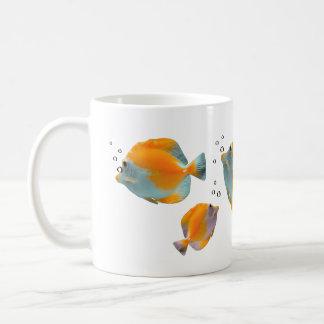Pescados amarillos únicos vibrantes exóticos taza de café
