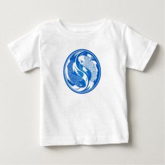 Pescados azules y blancos de Yin Yang Koi Playera De Bebé