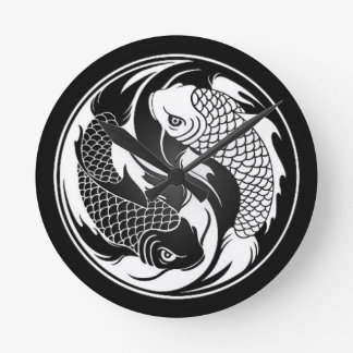 Pescados blancos y negros de Yin Yang Koi Reloj