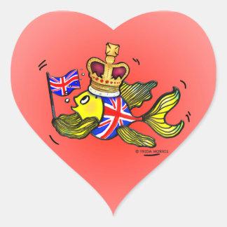 Pescados británicos de la bandera que llevan un pegatina en forma de corazón