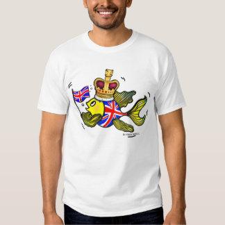 Pescados británicos de la bandera que llevan un playera