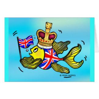 Pescados británicos de la bandera que llevan un tarjeta de felicitación