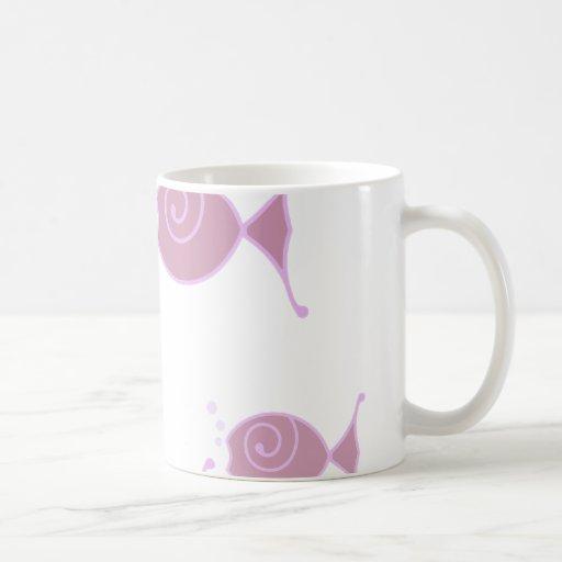 Pescados color de rosa de la burbuja tazas de café