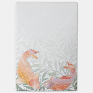 Pescados coloreados de oro brillantes de Koi y Post-it Nota