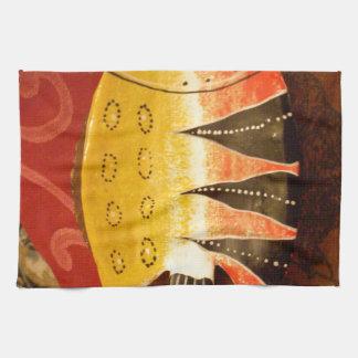 pescados completamente amarillos y rojos con toalla de mano