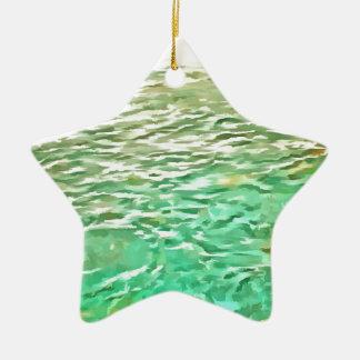 Pescados de alimentación en un lago adorno de cerámica en forma de estrella