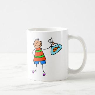 Pescados de la feria de diversión taza de café