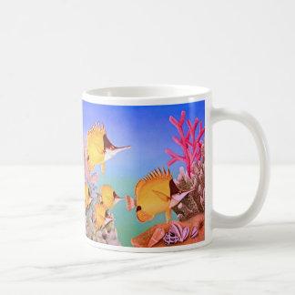 Pescados de pico largo de la mariposa taza de café