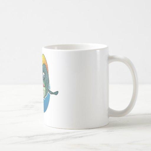 Pescados del chica del dibujo animado taza básica blanca