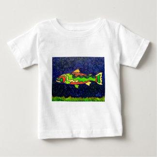 Pescados del color playera de bebé