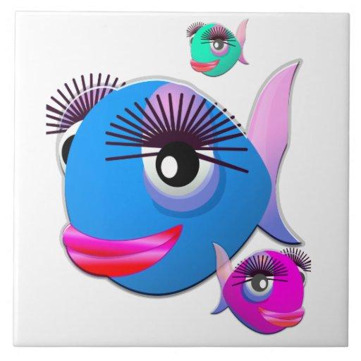 Pescados del dibujo animado con los labios y las p azulejo cuadrado grande