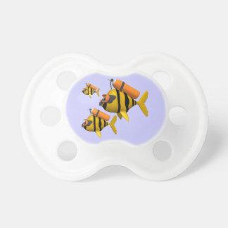 Pescados del equipo de submarinismo chupetes de bebe