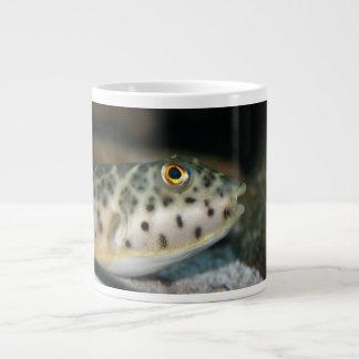 pescados del fumador que hacen frente a eye.jpg am taza grande