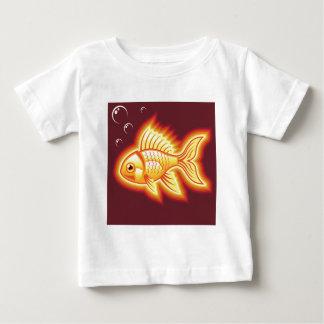 Pescados del oro del vector que brillan camisas