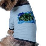 pescados en agua azul camiseta de perrito