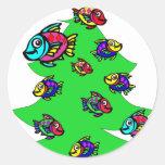 pescados en el árbol de navidad etiquetas redondas