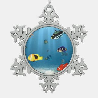 Pescados en el océano adorno de peltre en forma de copo de nieve