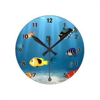 Pescados en el océano reloj